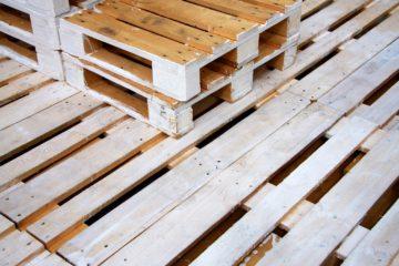 mobili da giardino con bancali di legno